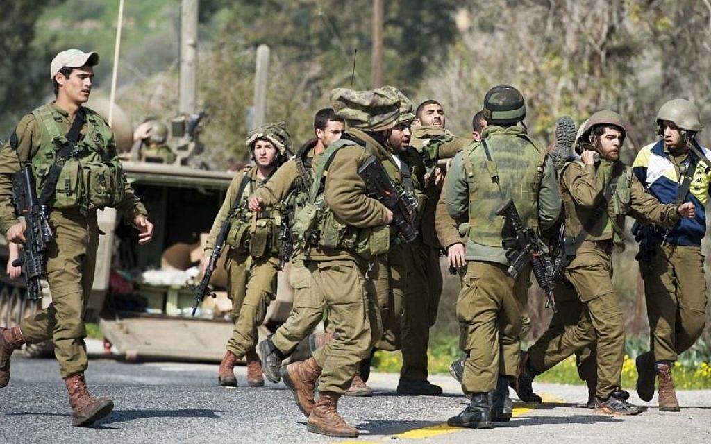 Israeli soldiers seen being taken care of when an Israeli army patrol came under anti-tank fire from Hezbollah operatives in the northern Mount Dov region along the Israeli border with Lebanon on January 28, 2015. (Photo credit: Basal Awidat/Flash90)