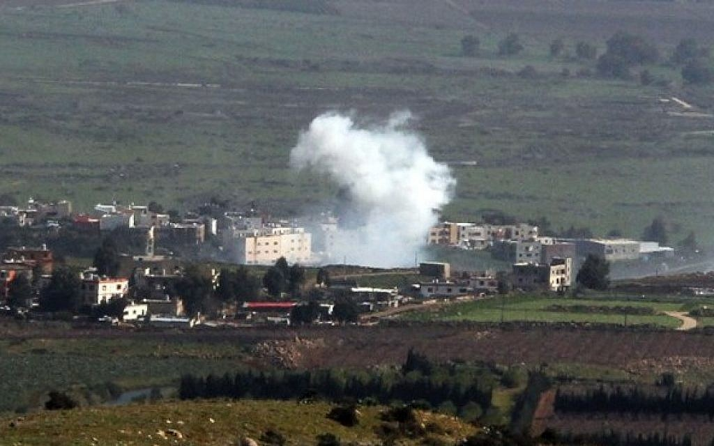 Smoke from Israeli shelling billow from the Lebanese town of Al-Majidiyah on the Lebanese border with Israel on January 28, 2015. Lebanese Shiite militant group Hezbollah claimed responsibility on Wednesday for an attack against an Israeli military convoy near the border. (Photo credit: AFP/ ALI DIA)