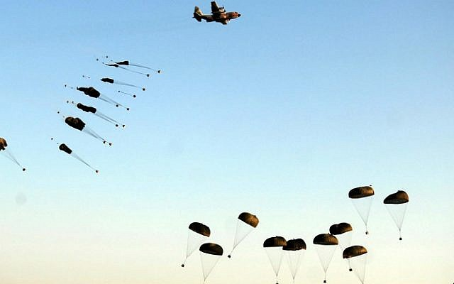 Israeli paratrooper gear being dropped over the Negev desert on June 28, 2007 (photo credit: IDF Spokesperson's Unit)