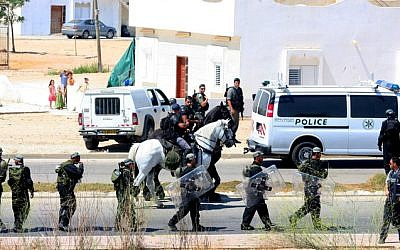 Illustrative photo of police in the predominantly Bedouin city of Rahat (photo credit: Edi Israel/Flash90)