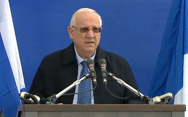 President Reuven Rivlin addresses the crowd at the funeral for four French Jews killed in an attack at a kosher supermarket in Paris, on Tuesday, January 13, 2015 (screen capture)