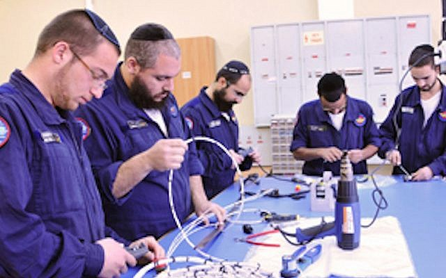 Members of the Shahar program work on a tech project (Courtesy: IAF)