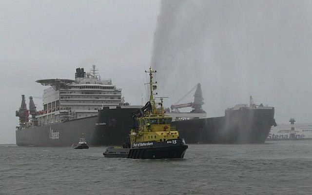 The Pieter Schelte, one of the largest ships in the world, ports in Rotterdam, January 8, 2015. (screen capture: AFP)