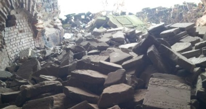 Illustrative: Jewish gravestones piled in a heap at the Brest Fortress in Belarus. (photo credit: Ilan Ben Zion/Times of Israel staff)