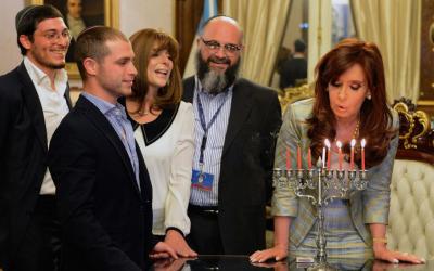 Yair Tawil meets with Argentinian President Christina Fernandez de Kirchner. (photo credit: JTA/Twitter)