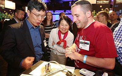 Tuvia Elbaum (right) shows off ZUtA Labs' printing technology to Dr. Harry Shum, executive vice president of technology and research, Microsoft. (photo credit: Courtesy)