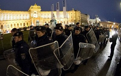 Austrian riot police blocks streets from protesters opposing the annual right-wing Freedom Party's Academic Ball near the Hoffburg palace in Vienna, on January 30, 2015 (photo credit: AFP/JOE KLAMAR)