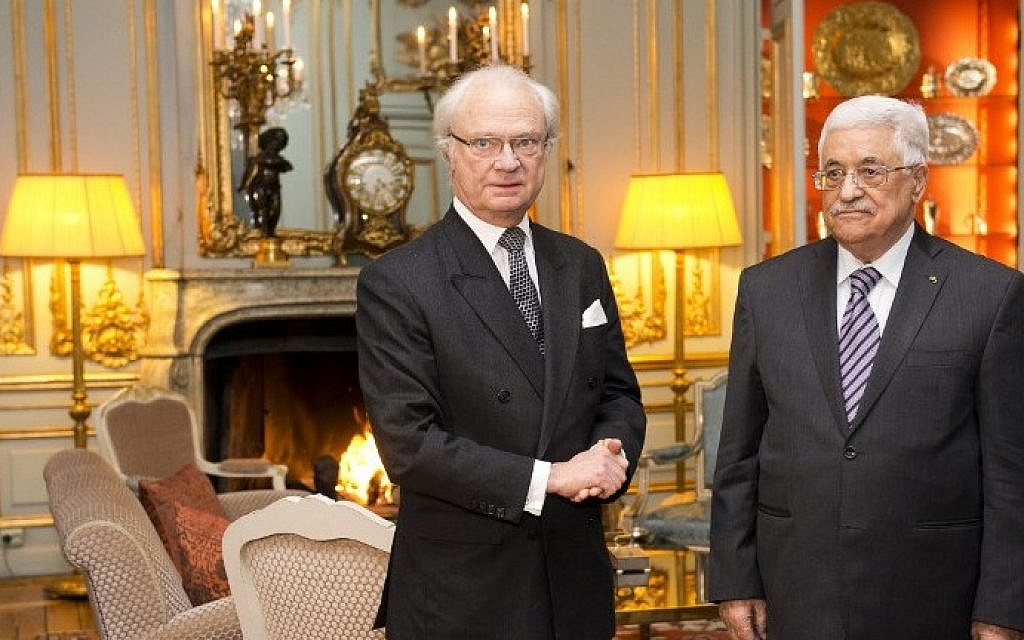 Palestinian Authority President Mahmoud Abbas (R) poses for a picture with Sweden's King Carl Gustaf on February 10, 2015 at the Royal Palace in Stockholm. (Photo credit: Jonathan Nackstrand/AFP)