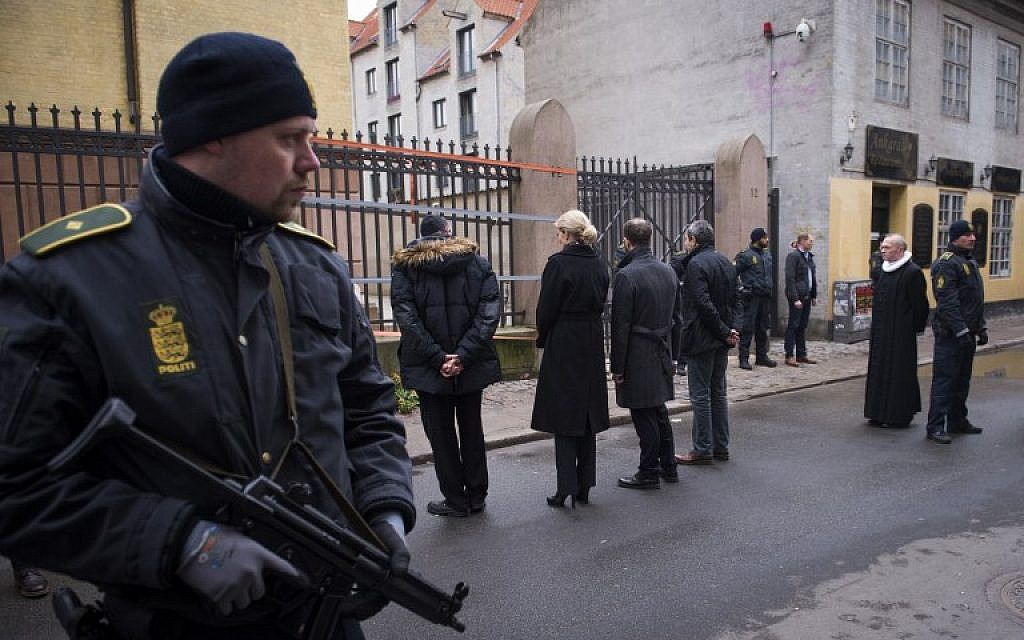 Danish Prime Minister Helle Thorning-Schmidt, third left, and Jewish community leaders pay their respect outside the synagogue Krystalgade in Copenhagen, on February 15, 2015. (photo credit: AFP/Odd Andersen)