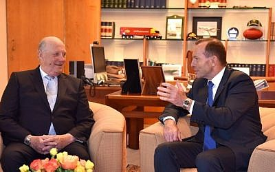 Norway's King Harald V (L) meets with Australia's Prime Minister Tony Abbott (R) during a visit to Parliament House in Canberra on February 23, 2015. King Harald V and Queen Sonja arrived in Canberra on February 22 along with other government and business leaders from Norway. (photo credit: AFP/POOL/MARK GRAHAM)