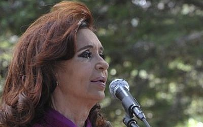 Argentine President Cristina Kirchner speaks during the inauguration of an amphitheater in Calafate, Santa Cruz province, Argentina on February 14, 2015. (photo credit: AFP PHOTO / NA)