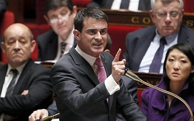 French Prime Minister Manuel Valls at the National Assembly in Paris, February 11, 2015 (Patrick Kovarik/AFP)