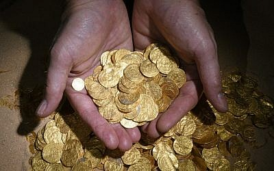 Gold coins found off the coast of Caesarea by divers (photo credit: Clara Amit, courtesy of the Israel Antiquities Authority)