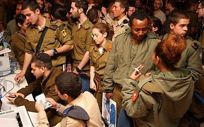 Lone soldiers handle personal affairs during a special event sponsored by Nefesh B'Nefesh, Friends of the IDF and Israeli government ministries. (photo credit: Courtesy Yonit Schiller/Nefesh B'Nefesh)