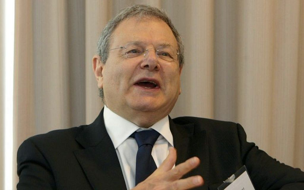 Martin Gilbert speaks in Manchester, England, October 16, 2009 (photo credit: AP/PA, Dave Thompson, File)