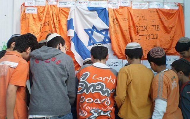 Children mark Gush Katif Day at a school in Elad (photo credit: courtesy/Friends of Gush Katif)