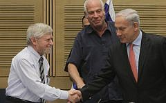 State Comptroller Yosef Shapira (left) shakes hands with Prime Minister Benjamin Netanyahu (right) in December 2012. (Miriam Alster/Flash90)