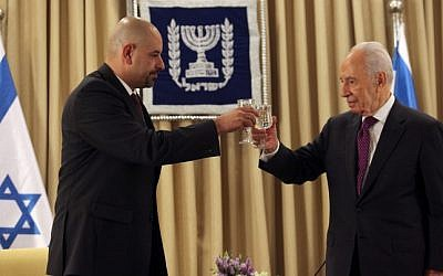 Walid Obeidat (L), the Jordanian ambassador to Israel, toasts with Shimon Peres, at the time the president of Israel, at Obeidat's welcoming ceremony held at the President's residence in Jerusalem. October 17, 2012. (photo credit: Yoav Ari Dudkevitch/FLASH90)