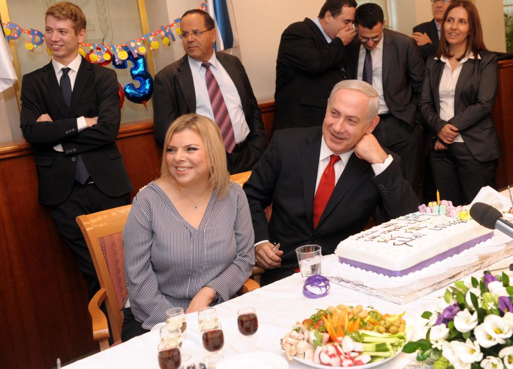Prime Minister Benjamin Netanyahu and his wife Sara celebrate a birthday at the Prime Minister's Office in Jerusalem on October 21, 2012. (Avi Ohayon/GPO/Flash90)