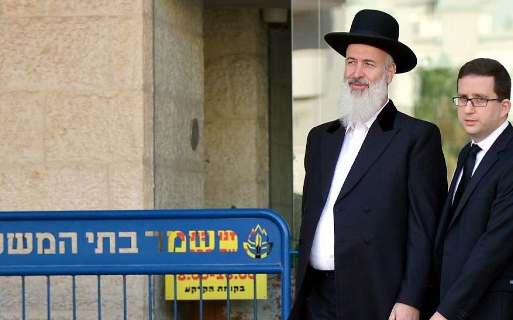 Former chief Ashkenazi Rabbi Yona Metzger (L) seen leaving the Magistrate's Court in Rishon Lezion on November 26, 2013. (Yossi Zeliger/FLASH90)