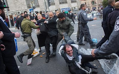 Police officers clash with ultra-Orthodox men during a protest against the jailing of Jewish seminary students who failed to comply with a recruitment order, in Jerusalem's Mea Shearim neighborhood on February 8, 2015. (photo credit: Yonatan Sindel/Flash90)