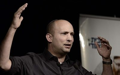 Leader of the Jewish Home political party Economy Minister Naftali Bennett speaks to students at the Blich high school, Ramat Gan, Feb 12 2015. (photo by Tomer Neuberg/FLASH90)