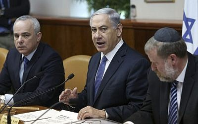 Prime Minister Benjamin Netanyahu leads the weekly cabinet meeting at the Prime Ministers Office in Jerusalem, February 15, 2015. (photo credit: Amit Shabi/POOL)