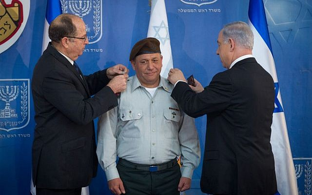 Prime Minister Benjamin Netanyahu , right, and Defense Minister Moshe Ya'alon, left, seen with incoming IDF chief of staff Gadi Eizenkot at a ceremony in Jerusalem, on February 16, 2015. (Photo credit: Miriam Alster/FLASH90)