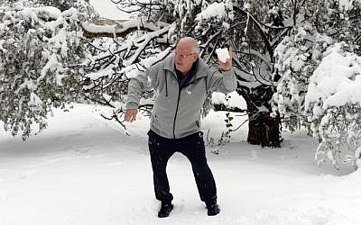 President Reuven Rivlin plays with his grandchildren in his snow-covered garden at the President's residence in Jerusalem after a snow storm hit the capital. February 20, 2015 (Photo credit: Haim Zach/GPO)