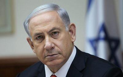 Prime Minister Benjamin Netanyahu leads the weekly cabinet meeting in Jerusalem on February 22, 2015. (Photo credit: Alex Kolomoisky/POOL)