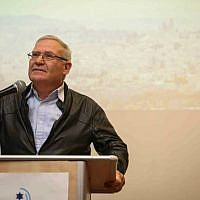 Amos Yadlin speaks at an IsraPresse event for the French-speaking community at the Menachem Begin Heritage Center, Jerusalem, February 22, 2015. (Hadas Parush/Flash90)