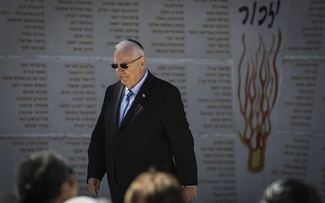 President Reuven Rivlin during a remembrance ceremony for soldiers whose place of burial is unknown, at the Mount Herzl Military Cemetery on February 26, 2015. (Photo credit: Hadas Parush/Flash90)