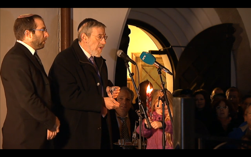 Rabbi Michael Melchior spoke at the 'peace ring' event outside the Oslo synagogue on Saturday, February 21, 2015. (courtesy)