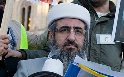 Mullah Krekar during a demonstration against Quran burning in Oslo, Norway (photo credit: Wikimedia Commons, Fridator/ CC BY-SA 3.0)