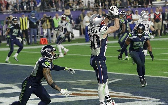New England Patriots wide receiver Danny Amendola (80) catches a 4-yard touchdown pass in front of Seattle Seahawks free safety Earl Thomas (29) during the second half of NFL Super Bowl XLIX football game Sunday, Feb. 1, 2015, in Glendale, Ariz. (Photo credit: AP/Brynn Anderson)