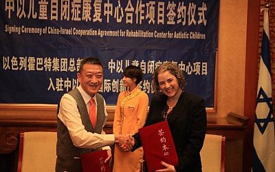 Wenqing Zhu and Sharon Yeheskel-Oron at the ceremony in Beijing inaugurating cooperation between Suzhou Yuanmeng Accessibility Technology Co. and Beit Issie Shapiro, January 29, 2015 (Photo credit: Courtesy)