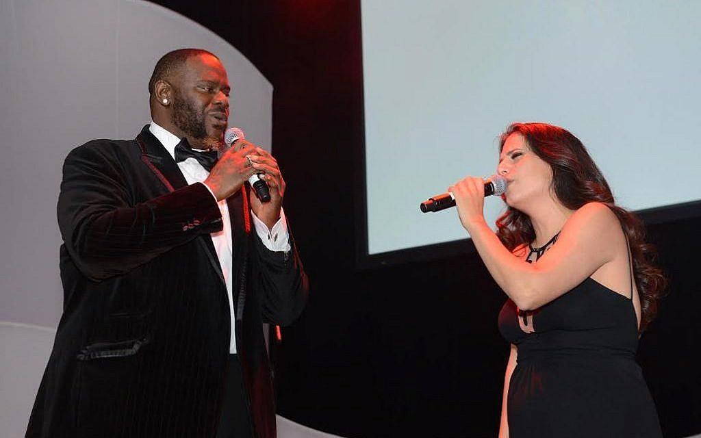 Singers Abraham MacDonald and Miri Mesika peform at The Times of Israel's New York Gala, February 15, 2015 (photo credit: Peter Halmagyi)