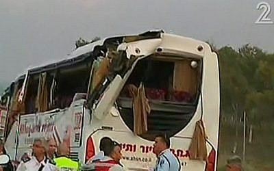 The scene of a deadly crash in the Negev, Tuesday, February 3, 2015 (screen capture: Channel 2)