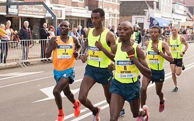 Joggers (Photo credit: Pexels)