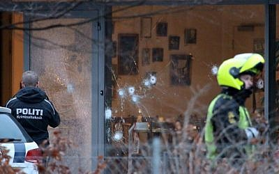 Policemen secure the area around a building in Copenhagen, Denmark, where shots were fired outside the venue of a free-speech debate, February 14, 2015. (photo credit: AFP/Mathias Oegendal/Scanpix Denmark)