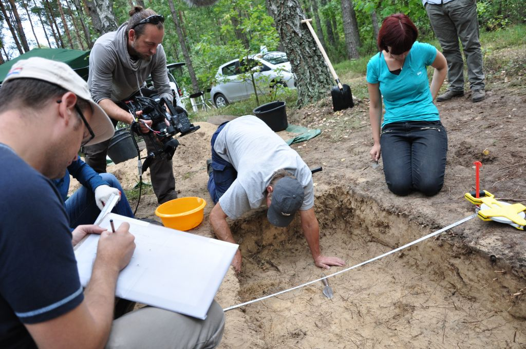 Archeologist Caroline Sturdy Colls oversees excavations conducted at the mass graves area of Treblinka, the former Nazi death camp in eastern Poland (photo: courtesy)