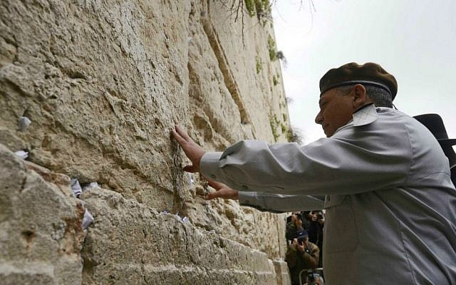 Eisenkot at the Kotel hours before his February 16, 2015 nomination to head of the IDF General Staff (photo credit: Judah Ari Gross/ IDF Spokesperson's Unit)