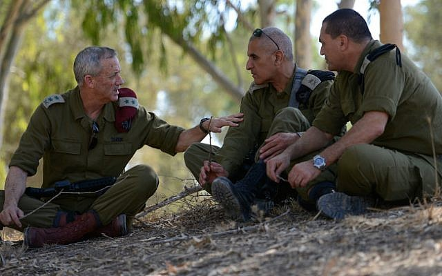 Maj. Gen. Sami Turgeman, center, consults with then IDF chief of staff Benny Gantz and another officer during Operation Protective Edge on August 2, 2014 (photo credit: Judah Ari Gross/ IDF Spokesperson's Unit/ Flash 90)