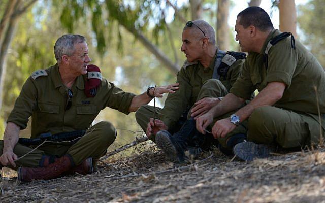 Gantz during Operation Protective Edge alongside Maj. Gen. Sami Turgeman, center, and another senior officer during Operation Protective Eddge on August 2, 2014 (photo credit: Judah Ari Gross/ IDF Spokesperson's Unit/ Flash 90)