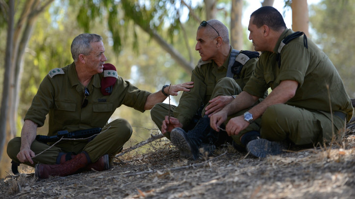 Lt. Gen. (res) Benny Gantz speaks with then Southern Command head Maj. Gen. Sami Turgeman, center, and Maj. Gen. Eyal Zamir during Operation Protective Edge on August 2, 2014 (IDF Spokesperson's Unit)