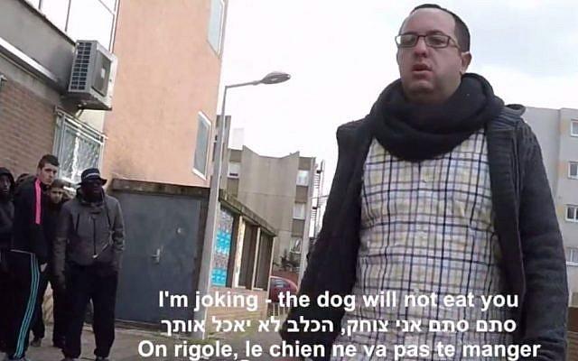 Israeli reporter Zvika Klein on a street in Paris, February 2015 (screen capture: YouTube)