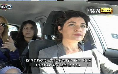 Meretz MK Tamar Zandberg debates passenger in her taxi, February 2015. (screen capture: Channel 10)