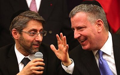 French Chief Rabbi Haim Korsia, left, and New York City Mayor Bill de Blasio at Park East Synagogue in New York, February 19, 2015. (Spencer Platt/Getty Images/JTA)