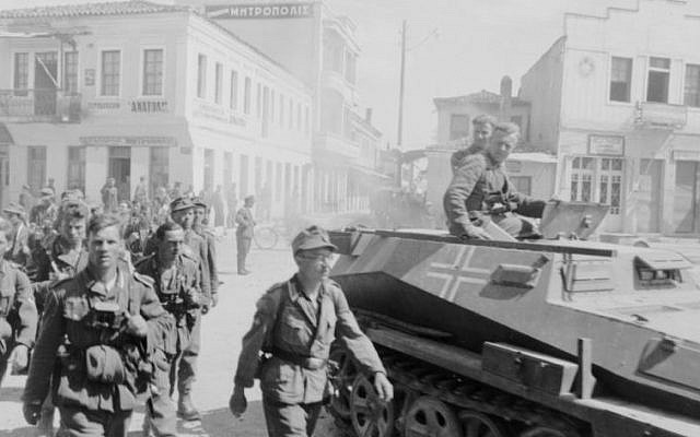 German soldiers march into Athens in 1941 (Photo credit: CC-BY-SA Bundesarchiv, Bild 101I-164-0357-29A / Rauch)