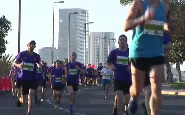 Runners in the 2015 Tel Aviv marathon, February 27, 2015 (screen capture: YouTube)